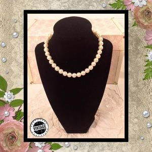 🎭 Vintage Strand of Pearls